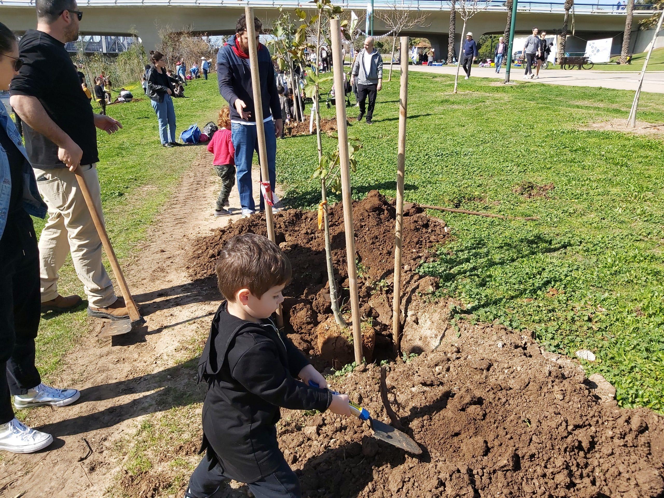נוטעים עצים לעולם ירוק יותר